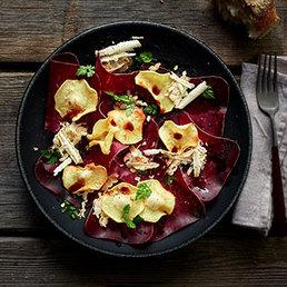 Carpaccio aus Walliser Trockenfleisch IGP mit Pastinaken-Chips