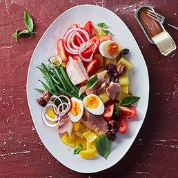 Salade niçoise mit geräucherter Forelle