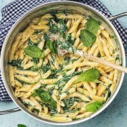 One-Pot mit Pasta, Spinat und Gorgonzola