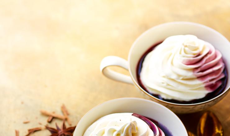 Frozen Yogurt mit Gewürz-Wein