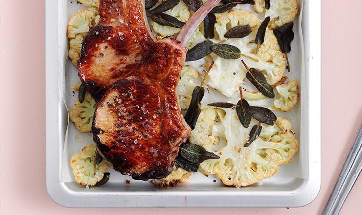 Blumenkohl  zu grilliertem  Kotelett
