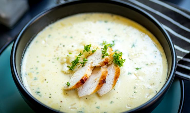 Zitronen-Reis-Suppe mit Poulet
