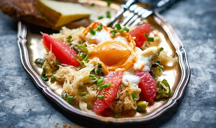 Grapefruit-Sauerkraut-Salat mit Ei