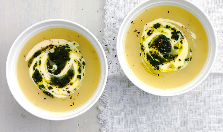 Soupe à l'ail  des ours et  crème de Sbrinz