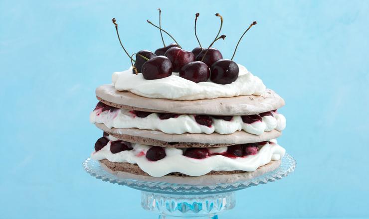 Schwarzwälder-Meringue-Torte