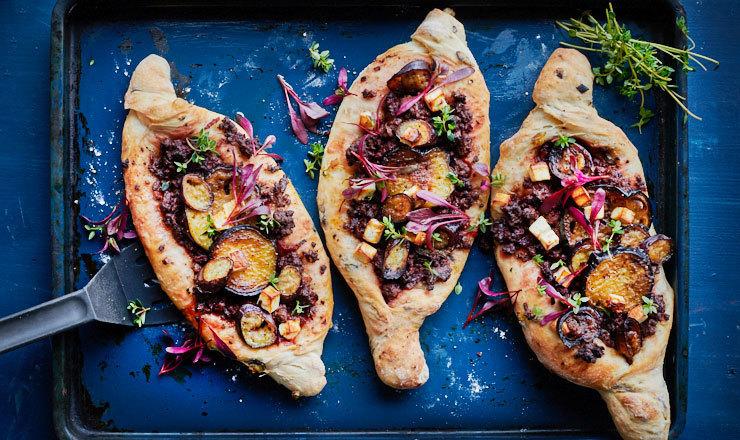 Foccacia à l'aubergine et à la viande hachée