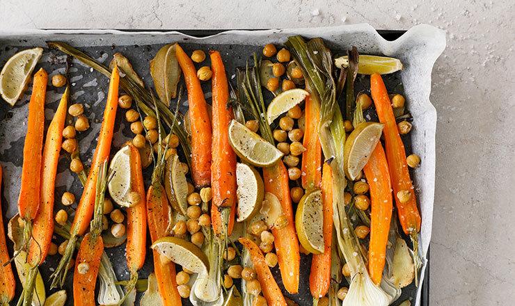 Légumes de printemps au citron vert et aux pois chiches