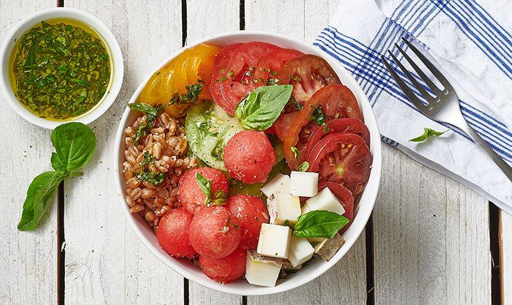 Tomaten-Bowls mit Wassermelone