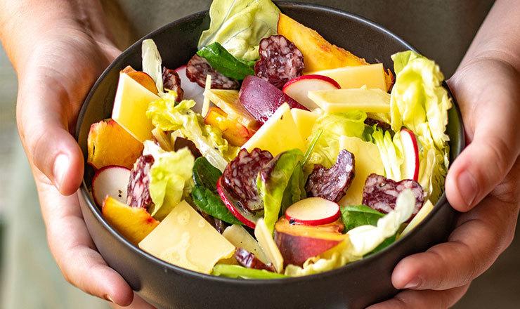 Sommer-Salat mit Alpkäse