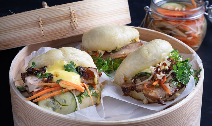 Geschmorter Schweinebauch mit Bao Buns