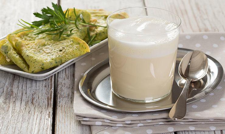 Weinsuppe mit Käse-Crespelle