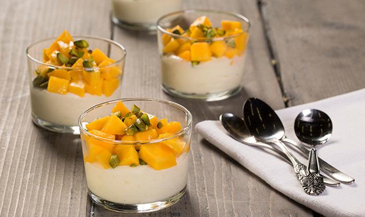 Indischer Milchpudding mit Mango