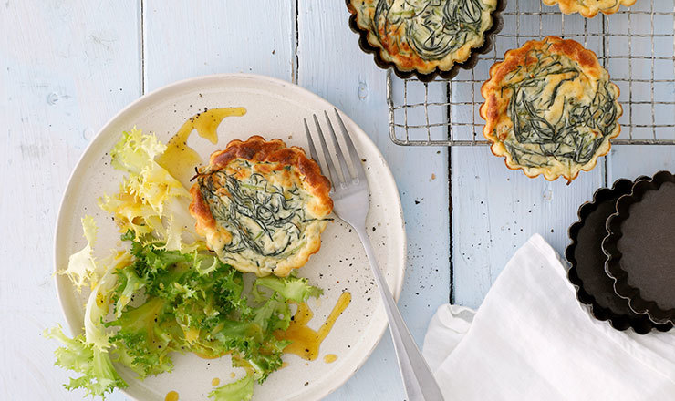 Barba-di-frate-Quiches mit Salat