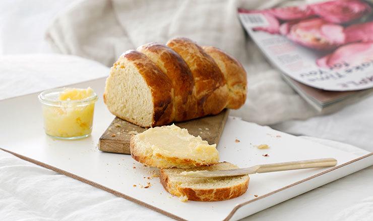 Brioche et beurre au miel
