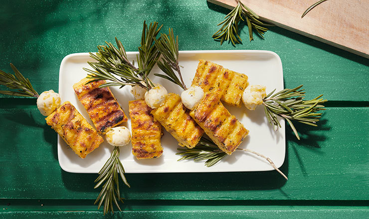Polenta-Rosmarin-Mozzarella-Sticks