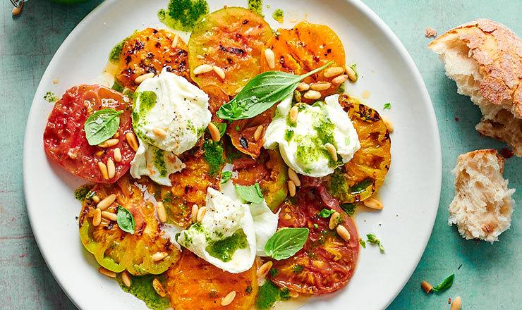 Grillierter Tomaten-Büffelmozzarella-Salat