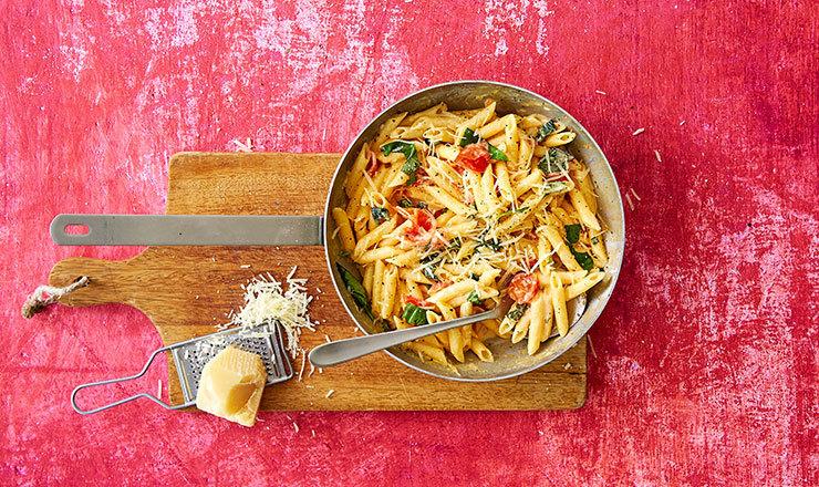 Pasta mit Tomaten  und Rahm