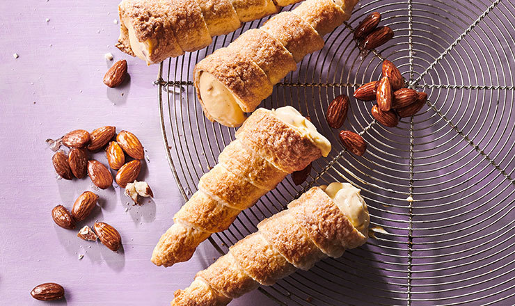 Cornets mit Mandelcrème und  Mandelkrokant