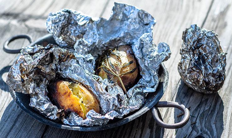Kartoffeln im Feuer