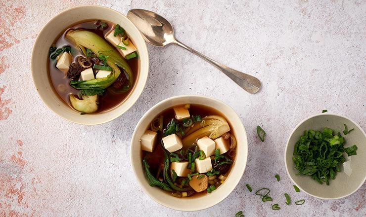 Miso-Suppe mit Seidentofu