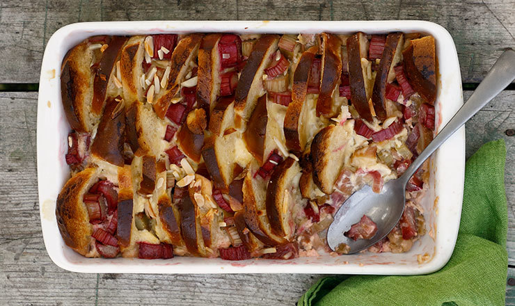 Bread-and-Butter-Pudding mit Rhabarber