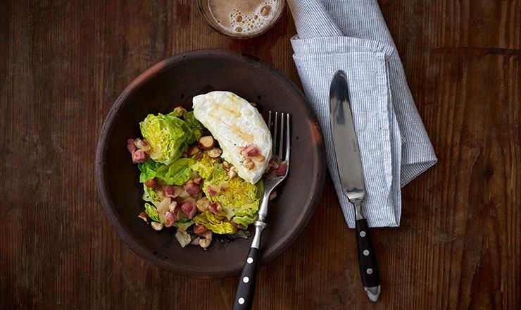 Schaf-Tommes mit Speck-Lattich-Salat