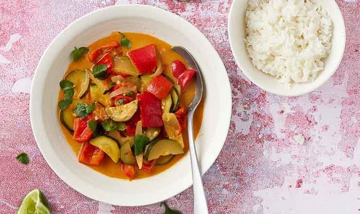 Einfaches Curry mit Zucchetti und Peperoni
