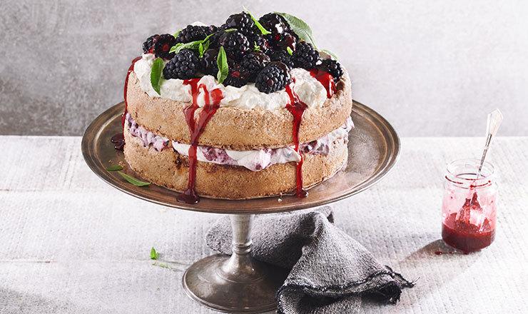 Brombeer-Mandel-Meringue-Torte